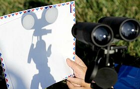 Projecting the Sun's image using a pair of binoculars (Image: Robyn Beck/AFP/Getty Images/'The Guardian' newspaper)