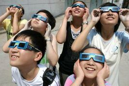 Children wearing solar viewers to safely observe the Sun (Image: Xinhua/Li Xiang/People's Daily Online)