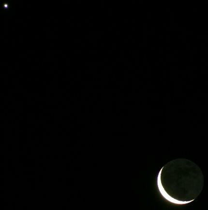 A waning crescent Moon and Venus photographed on the morning of August 19th, 2017 (Photo: Copyright Martin J Powell, 2017)
