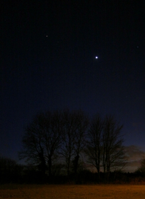Venus and Mars photographed in the dusk sky in February 2017 (Copyright Martin J Powell, 2017)